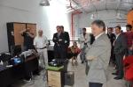 El Ministro Cabrera durante la proyección del video-intervención del proceso de construcción de las oficinas de la empresa