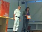 Cristián Parodi, Gerente de Reporte Informativo, hace entrega del 3er premio