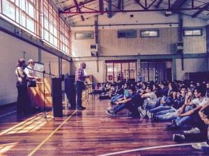 Cristián Parodi, organizador del certamen y Director de la Comisión de Cultura & RSE de la Cámara de Empresas del Distrito Tecnológico durante la entrega de los premios